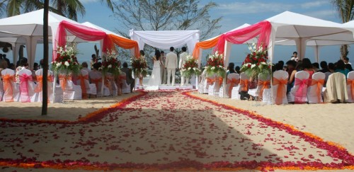 Chic Bahamas Weddings offers bespoke wedding solutions taking care of everything from food to decoration for a superb destination wedding in Bahamas. Visit here:-http://chicbahamasweddings.com/bahamas-wedding-locations/