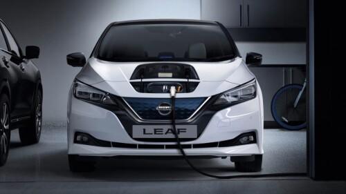 20-nissan-Leaf-charging-private-garage-20tdieurhdpace104.jpg.ximg.l_6_h.smartfac6b15c58440813.jpg